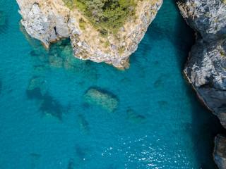 Tratto di costa della Calabria, vista aerea, San Nicola Arcella, provincia di Cosenza. Mar Tirreno e barche, insenature e promontori a picco sul mare. Italia