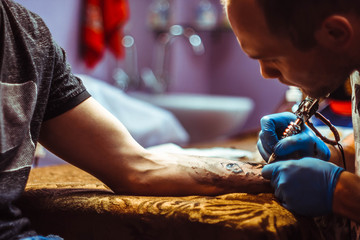 The master does the tattoo