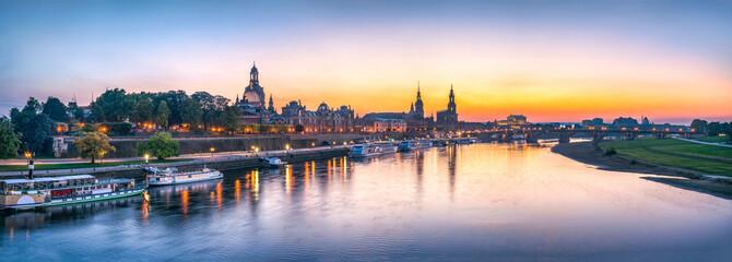 Dresden Panorama bei Sonnenuntergang, Sachsen, Deutschland
