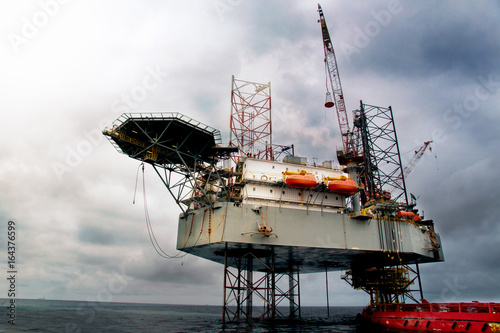 Offshore oil rig platform   Construction of production
