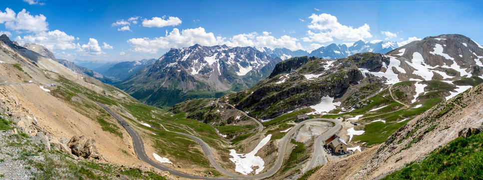 Panorama au col du Galibier dans les Alpes