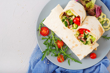 Shawarma from juicy beef, lettuce, tomatoes, cucumbers, paprika and onion in pita bread. Diet menu. Flat lay. Top view