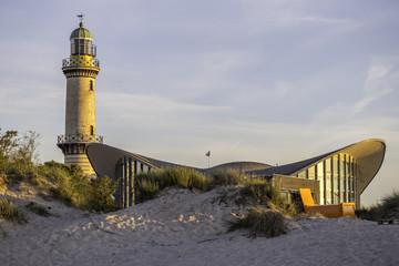 Wahrzeichen von Warnemünde an der Ostsee im Sonnenuntergang
