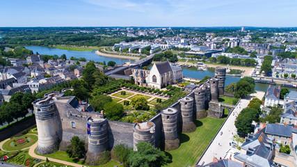 Le château des ducs d'Anjou sur la rive de la Maine, à Angers