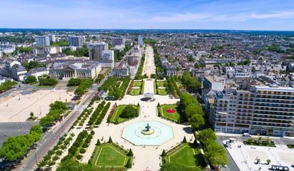 Panorama aérien sur le jardin du Mail, à Angers