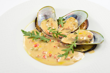 Baked mussels with eggplant in oyster sauce.