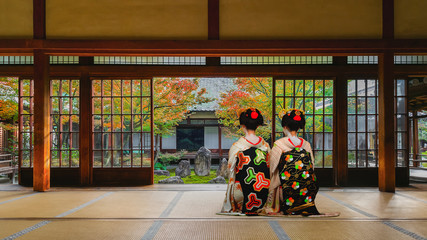 Printed kitchen splashbacks Kyoto Japanese Geisha Look at a Small Rock Garden at Kennin-ji Temple in Colorful Autumn