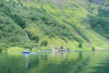 Ortschaft am Fjord