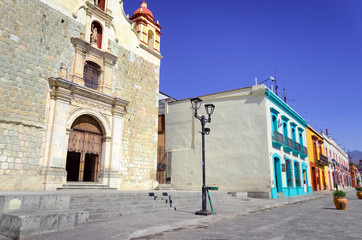 Fototapete - Colonial Street with Church in Oaxaca