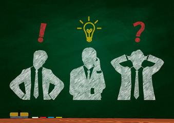 黒板に描いた3人の考えるビジネスマンのシルエット
