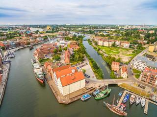 Gdańsk - Ołowianka z lotu ptaka. Krajobraz Gdańska z powietrza z rzeką Motławą.