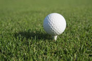 Golfball auf einem Tee, Abschlag, Golf - AS