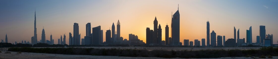 Dubai - The evening silhouette and skyline of Downtown.
