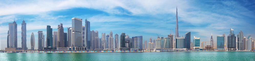 Fotorolgordijn Stad gebouw DUBAI, UAE - MARCH 29, 2017: The panorama with the new Canal and skyscrapers of Downtown.