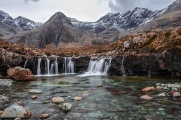 Zelfklevend Fotobehang Diepbruine Fairy Pools Isle of Skye