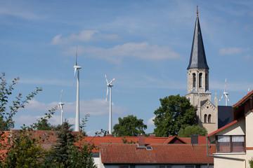 Dorf silhouette windräder windmühlen energiewende windkraft