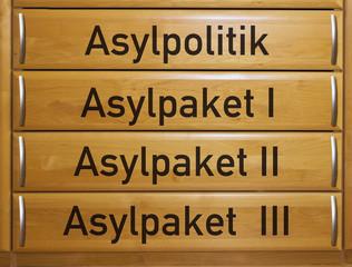 Schubladen mit Asylpolitik und Asylpakete 1-3 (Symbolbild)