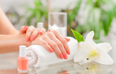 Foto op Canvas Manicure Manicure concept. Beautiful woman's hands with perfect manicure at beauty salon.