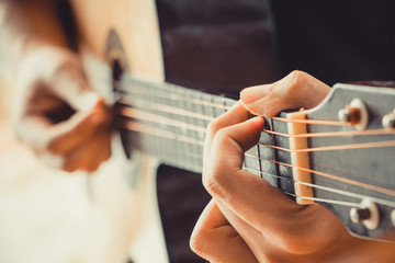 hand play guitar