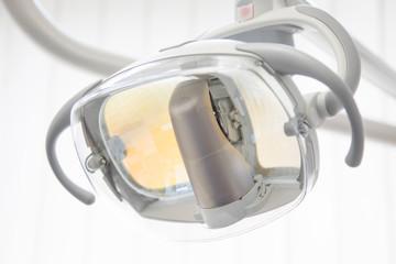 Untersuchungsleuchte in der Zahnarzt Praxis