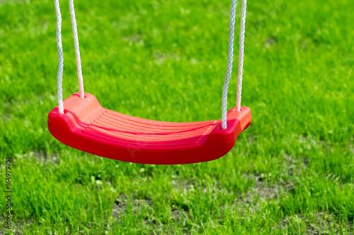 Schaukel Rote Kinderschaukel In Einem Garten Stock Photo And