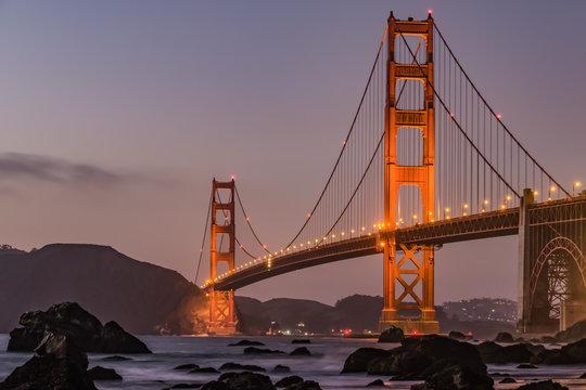Golden Gate Bridge in San Francisco am Abend