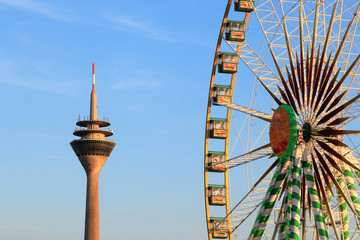 Riesenrad auf der Rheinkirmes, größte Kirmes am Rhein