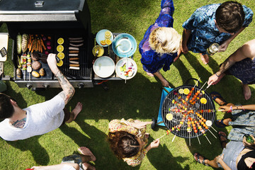 Fond de hotte en verre imprimé Grill, Barbecue Aerial view of diverse friends grilling barbecue outdoors