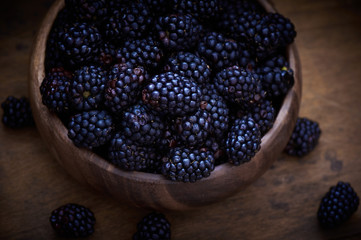 Blackberries in wood bowl