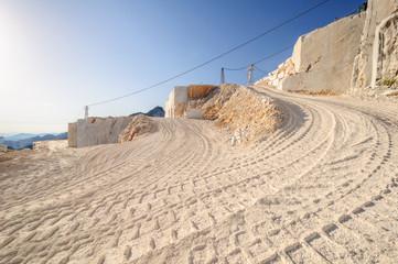 Carrara Cava GPS 44.081061° 10.156770°