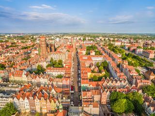 Gdańsk - krajobraz miasta z lotu ptaka. Stare miasto z ulicą Długą w centrum.