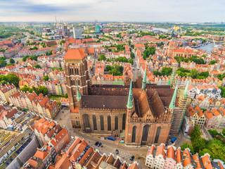 Gdańsk - stare miasto z powietrza. Krajobraz Gdańska z Bazylika Mariacką.