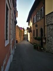 Kleine Straße in Italien