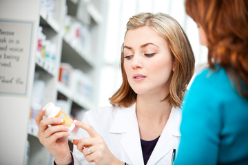 Pharmacy: Assisting Customer with Medicine Label