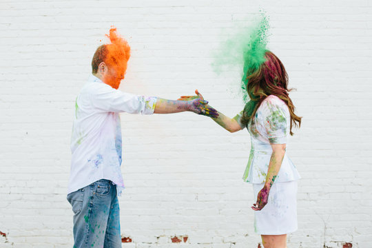 couple exchanging some Holi color
