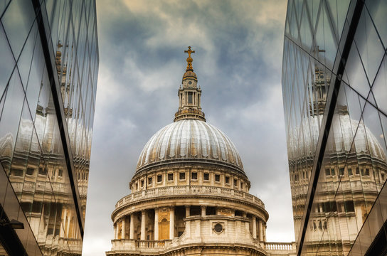 St Paul's Catherdal dome reflected