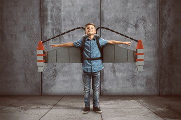 Kind mit Jetpack