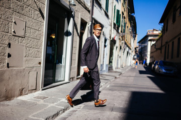 Smart Professional Businessman Travel Through Florence 's Streets