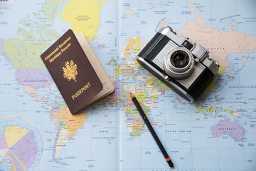 appareil photo vintage carte passeport dessus