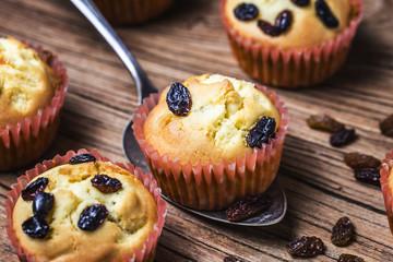 Healthy bran and raisin muffins with chocolate milk,Raisin Muffin