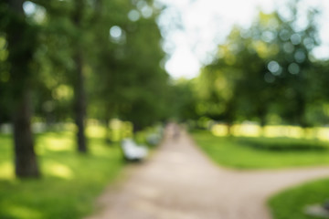 Papiers peints Jardin abstract blurred background of city park in sunny summer day