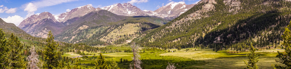 Ingelijste posters Natuur Park Rocky Mountain National Park. Picturesque highland valley