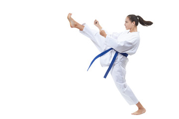 With a blue belt, the athlete beats the kick forward