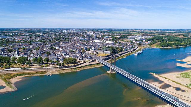 Vue aérienne d'Ancenis et du pont Bretagne-Anjou, en Loire Atlantique