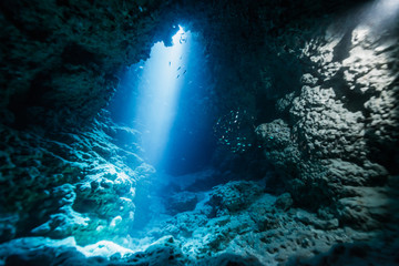Fototapete - Rays of sunlight into the underwater cave