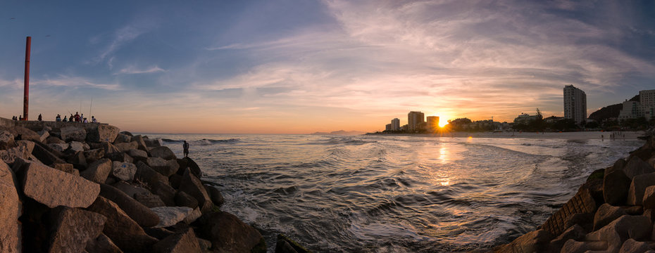 fim de tarde no quebra mar barra da tijuca