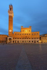 Fotomurales - Piazza del Campo in the historic center of Siena, Italy