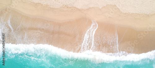 Fototapete Aerial view of sandy beach and ocean with waves