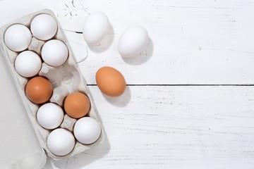 Eier Schachtel Eierschachtel Ei Holzbrett Essen Textfreiraum von oben