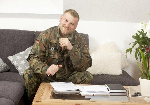 Soldat zu Hause